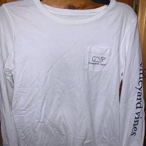 White long sleeve vineyard vines woman's T-shirt